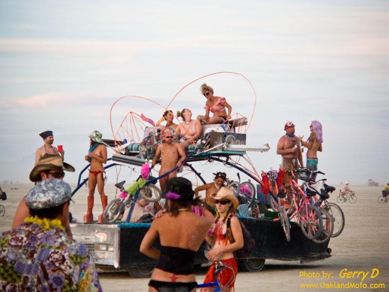 Nude Art Car